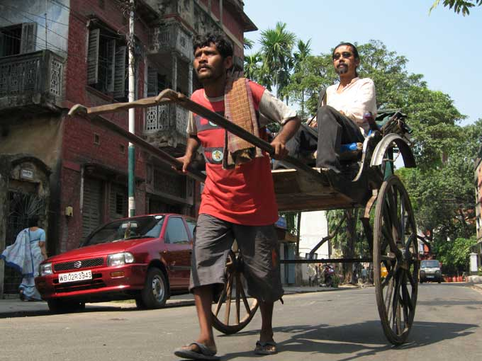 Manoj Singh Pulls a Rickshaw in India - happy documentary