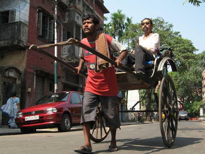 Manoj Singh Pulls a Rickshaw in India - happy documentary